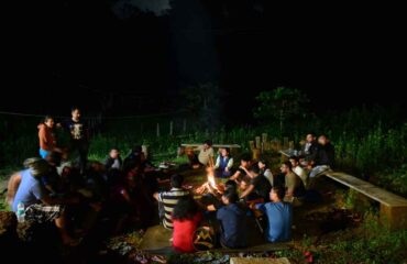 Campfire-with-group-in-Agumbe