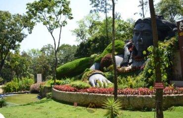 Chikka-Magalu-statue